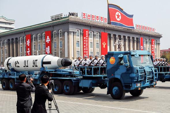 15 апреля на военном параде КНДР впервые продемонстрировала в Пхеньяне ракету подводного пуска «Пуккыксон-2». Радиус ее действия — около 2 тыс. км