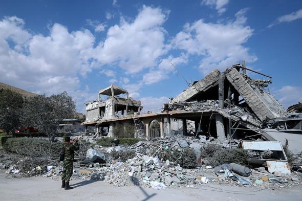 """У відповідь на удари коаліції сирійським режимом було випущено понад 40 ракет класу """"земля-повітря"""", - генерал США Маккензі - Цензор.НЕТ 412"""