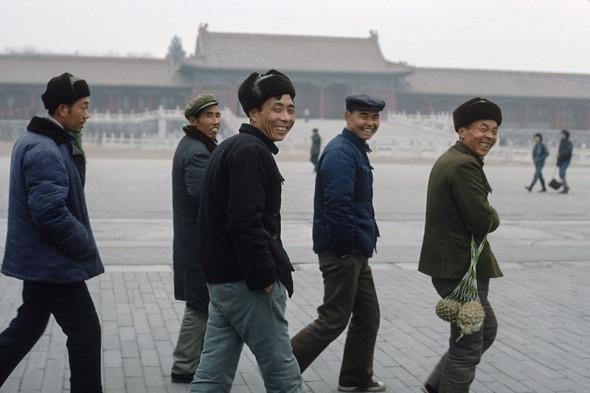 Китайские туристы в Запретном городе в Пекине