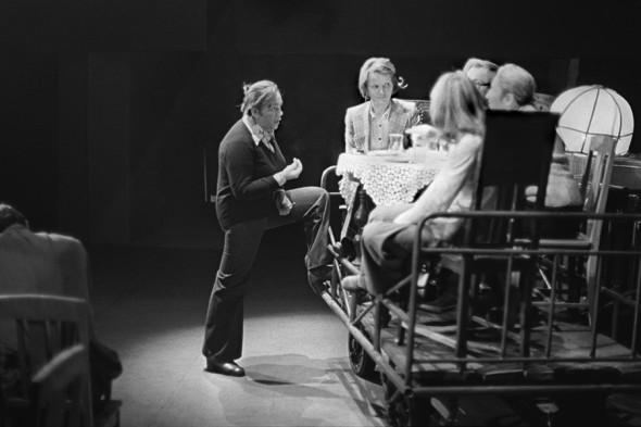 Галина Волчек (слева) на репетиции, 1976 год