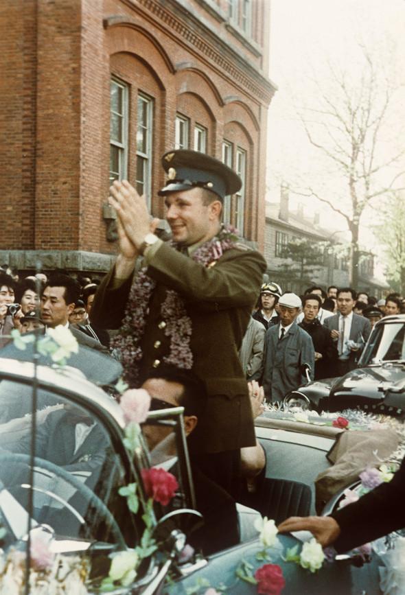 Юрий Гагарин приветствует жителей Саппоро, 21 мая 1962 года