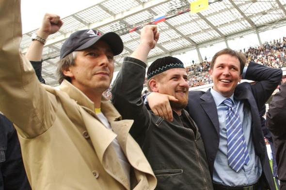 Умар Джабраилов, Рамзан Кадыров, председатель правительства Чечни Сергей Абрамов.  2004 год