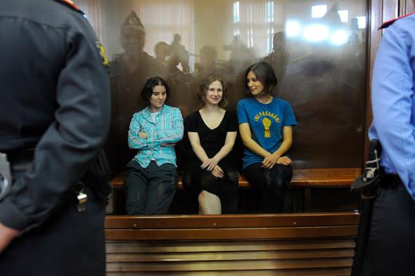 Участницы группы Pussy Riot Екатерина Самуцевич, Мария Алехина и Надежда Толоконникова (слева направо)