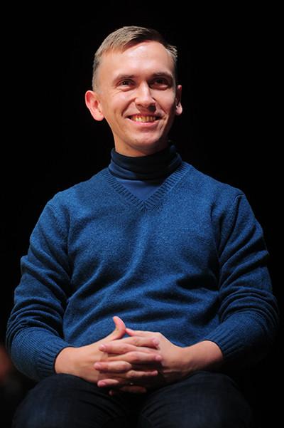 Сценарист Валерий Печейкин со спектаклем «Здесь и сейчас»