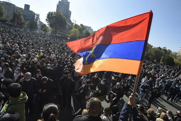 У Єревані опозиція оголосила безстроковий сидячий протест біля уряду