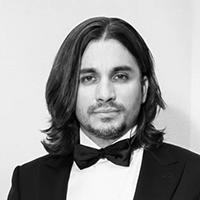 Артем Дервоед, один из ведущих молодых российских исполнителей, мастер игры на классической гитаре.