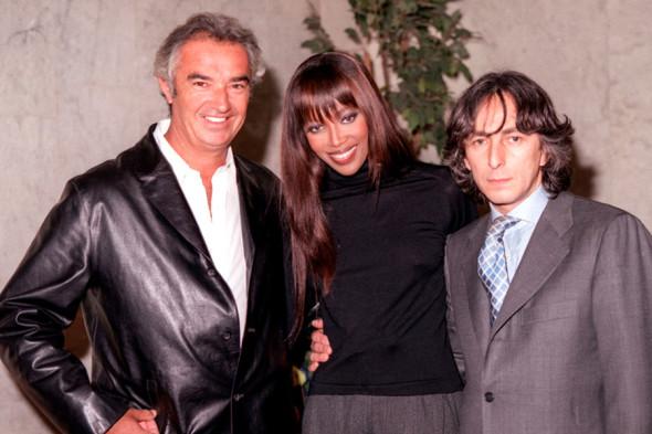 Наоми Кэмпбелл, ее друг Флавио Бриаторе (слева) и  Умар Джабраилов. 13 апреля 1999 года