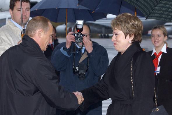 Владимир Путин и избранный губернатор Санкт-Петербурга Валентина Матвиенко