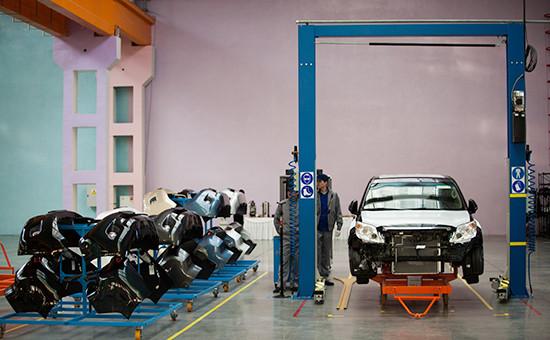 Производственная линия внедорожников Toyota Land Cruiser Pradoна заводе «Соллерс-Буссан» во Владивостоке, 2013 год