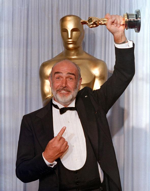 Шон Коннери с «Оскаром» за лучшую роль второго плана, 1988 год