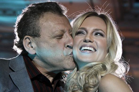Борис Грачевский и певица Наталья Ионова (Глюк'Ozа) на церемонии вручения международной премии «Топ-100 самых сексуальных женщин планеты 2010»