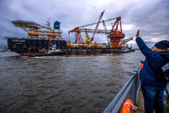 Буксировка судна «Фортуна» из порта Висмар в Балтийское море, 14 января 2021 года