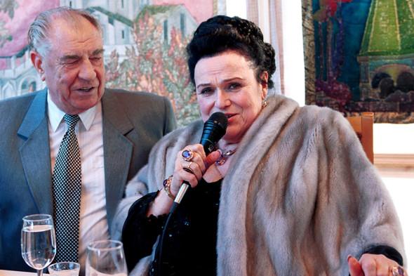 2000 год. Певица Людмила Зыкина и Дмитрий Язов