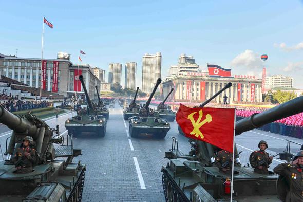 Парад в честь 70-летия основания Трудовой партии Кореи, самоходные 170-мм артиллерийские установки «Коксан» (модификация М1989)