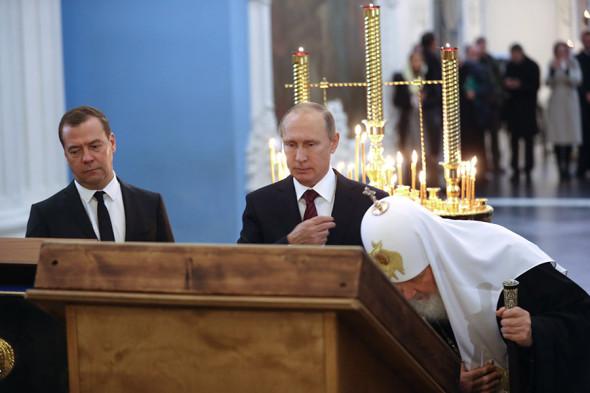 Слева направо: Дмитрий Медведев, Владимир Путин и патриарх Кирилл