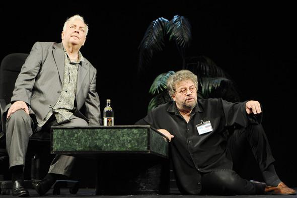 Державин и Ширвиндт в сцене из спектакля «Привет от Цюрупы!», показанного в честь 75-летнего юбилея Державина в Театре сатиры