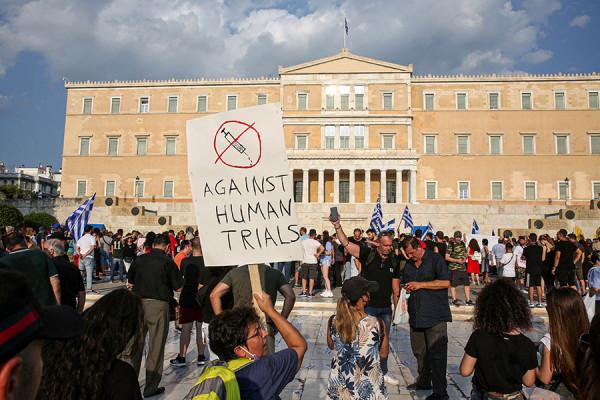 Разгон акции антипрививочников в Греции. Фоторепортаж