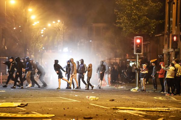 Столкновения и аресты: неделя беспорядков в Северной Ирландии