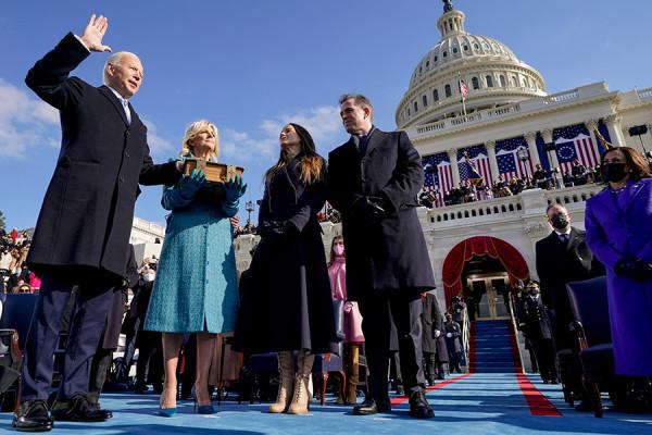 Как Байден провел первые 100 дней президентства. Фотогалерея