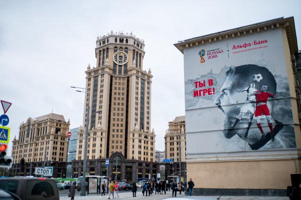 В городах ЧМ-2018 в России появились футбольные граффити