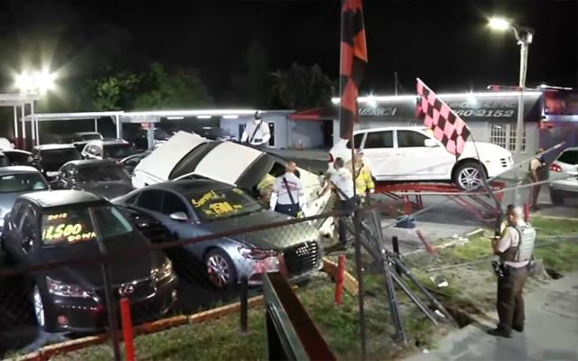 Cadillac на скорости влетел в дилерский центр и разбил 6 машин. Видео