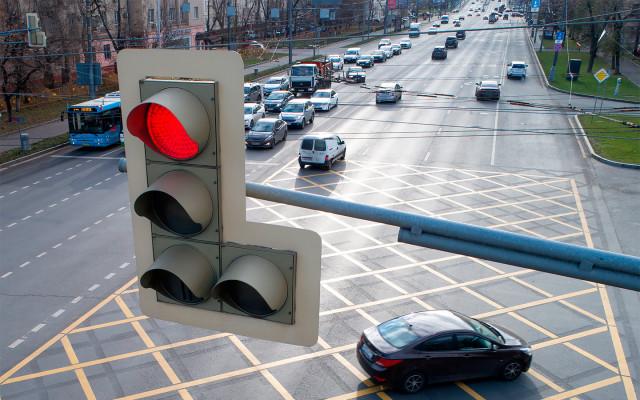Штраф за проезд на красный: что надо знать водителям в 2021 году