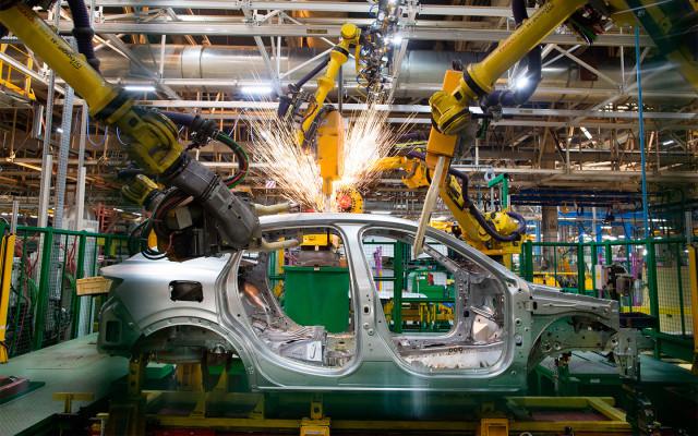 «Произведено в России». Как цены на машины хотят отвязать от курса рубля