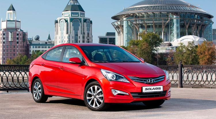 Hyundai Solaris, самую популярную иномарку, сегодня можно купить минимум за 623 900 рублей. Это будет базовый седан с мотором 1,4 л и «механикой». А сколько такая же машина стоила в декабре 2014-го?