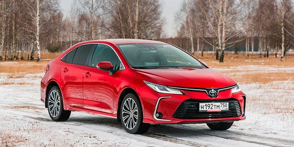 Редкий гость на российских улицах — седан Toyota Corolla. Он точно импортный, а вам лишь надо сказать, из какой страны налажены поставки.