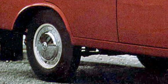Первый автомобиль у певца появился в 1974 году после 12-летнего ожидания. Причем выдали в итоге не то, на что он рассчитывал. А что именно?