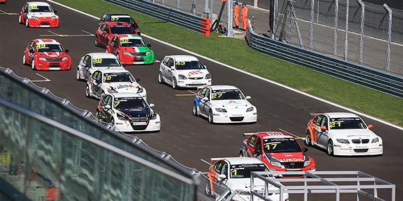 Помимо гонок поддержки, проводимых в один уикенд с Гран-при, трассы Формулы-1 принимают у себя и многие другие соревнования и серии. Какой чемпионат приехал на «Сочи Автодром» первым?