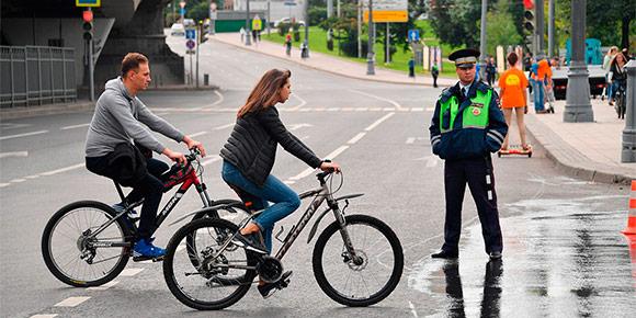 С приходом теплой погоды на улицах стало много велосипедистов. И они тоже обязаны следовать правилам дорожного движения. А что будет, если велосипедист выедет, например, на автомагистраль?