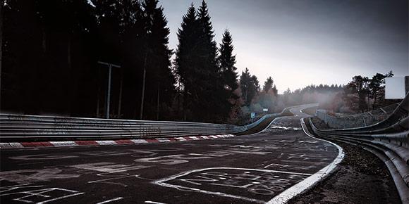 Какой серийный спорткар смог быстрее остальных проехать «Северную петлю» Нюрбургринга?