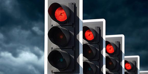 Представьте, что вы проехали перекресток на «красный». Какой штраф вам за это выпишут?