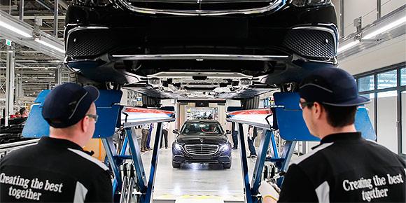А что у вечных немецких конкурентов — Audi A6 и Mercedes-Benz E-класса? Один из этих автомобилей производится в России, а второй импортируется из Германии. Или мы пытаемся вас обмануть?