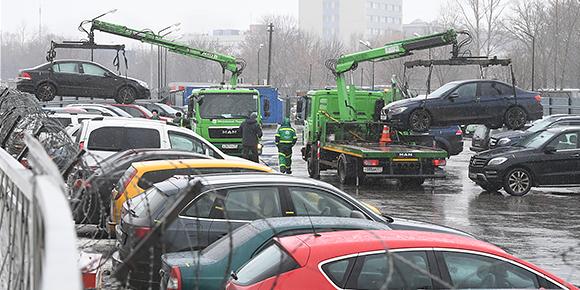 Если эвакуированный автомобиль не удается забрать со штрафстоянки в тот же день, то за его дальнейшее пребывание на штрафстоянке придется заплатить. Знаете, сколько?