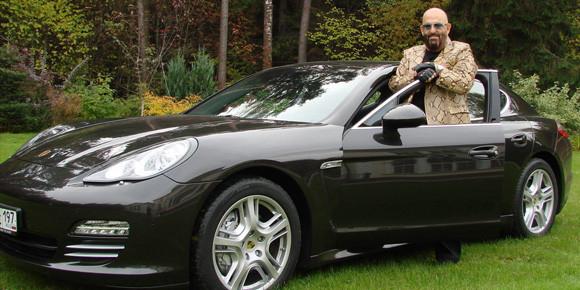 Окончательно вернувшись в Россию в 2003-м, Михаил впервые сел за руль собственного Porsche 911. Но потом сменил его на Panamera. Почему?