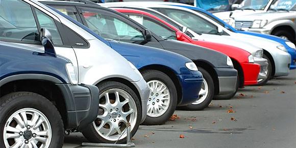 При этом цены на подержанные автомобили падают. Назовите среднюю стоимость машины на вторичном рынке в России на данный момент?