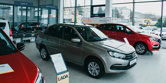 Большинство автокомпаний регулярно повышают цены на свои автомобили, а одним из рекордсменов прошлого года стал АвтоВАЗ. Вспомните, сколько раз дорожали машины марки Lada в 2020-м?