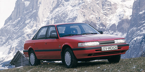 Сейчас таких автомобилей на дорогах практически не встретишь, но вот в 1990-е они ввозились в Россию очень внушительными партиями. Знаете, о чем речь?