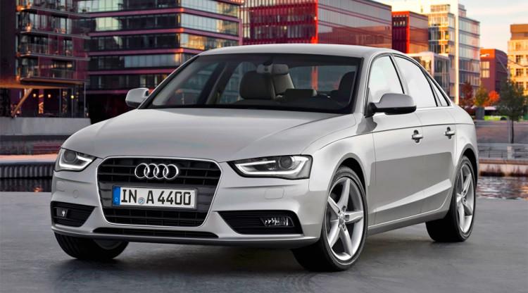 Дебют новой Audi A4 почти совпал с кризисом – автомобиль резко прибавил в цене. Сегодня найти машину дешевле 1,8 млн руб. нереально. А сколько стоила базовая A4 предыдущего поколения в декабре 2014-го?