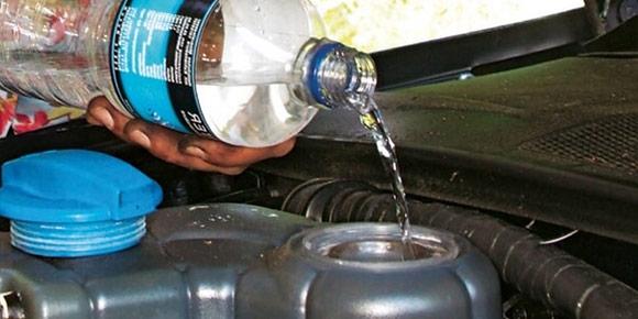«В радиатор нужно заливать только чистую воду с возможно меньшим содержанием извести, например, дождевую». Для какой машины этот полезный совет?
