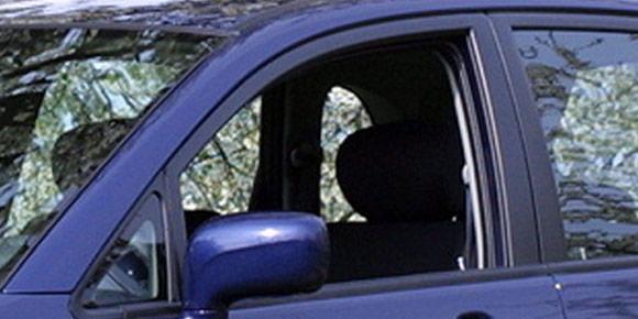 Теперь сложнее: «Окно водителя может опускаться автоматически для большего удобства, например, при оплате проезда или обеда в проездных ресторанах». Знаете, о чем идет речь?