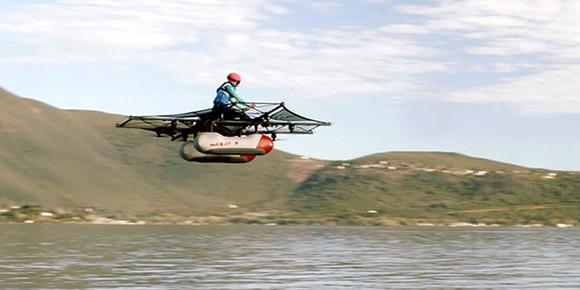Сооснователь Google Ларри Пейдж является владельцем компании Kitty Hawk. Она недавно опубликовала видео, в котором заснят летающий автомобиль Flyer для преодоления водных преград. До какой максимальной скорости может разгоняться Flyer?