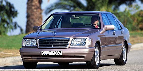 Вы конечно же узнали Mercedes-Benz S600 W140. А помните, какая из систем дебютировала на знаменитом «шестисотом», ставшая новшеством для всего автомобильного рынка?