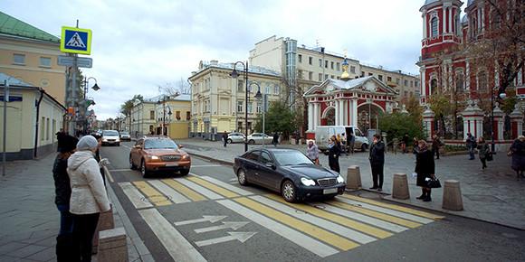 Камеры над пешеходными переходами – это уже норма. Как правильно проезжать такие «зебры»?