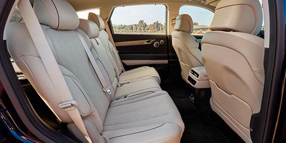 Внушительные 7 270 434 руб. может стоить уже какой-то приличный премиальный бизнес-седан или даже представительский автомобиль, но это цена практичной пятидверной машины. Какой?