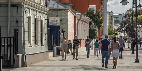 Хорошо, дальше будет немного полегче. Во время матчей для проезда закроют некоторые переулки Москвы. В большинстве своем они станут полностью пешеходными. А какой их них является самым коротким?