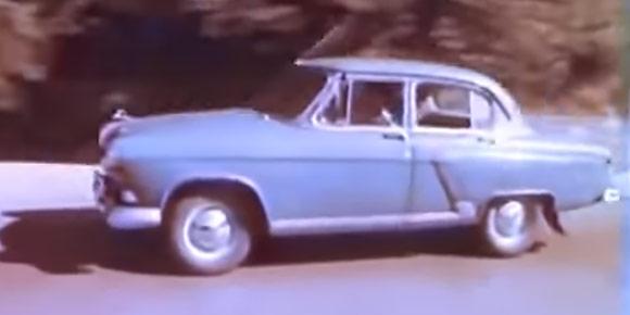 Какой именно вид скоростного транспорта обгоняет ГАЗ-21 в рекламном ролике «Автоэкспорта» середины 1950-х, посвященном новой машине?