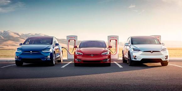 Tesla планирует внедрить в свои автомобили технологии и вовсе из области научной фантастики. Американцы зарегистрировали в патентном офисе специальную лазерную систему, призванную заменить: